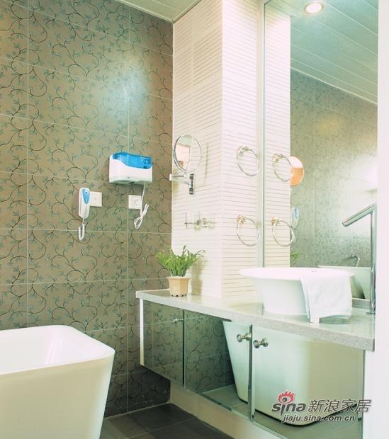 简约 别墅 卫生间图片来自用户2738845145在红色幽雅的现代简约私宅95的分享