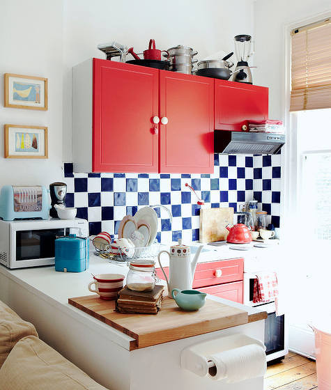 红色橱柜~蓝白墙砖,搭配非常时尚给力!~