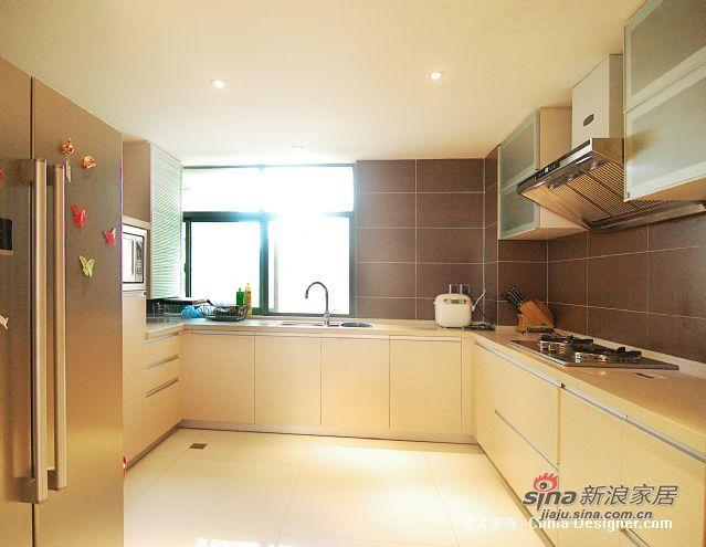 欧式 跃层 厨房图片来自用户2745758987在三代同堂15万装250平温情欧式跃层73的分享