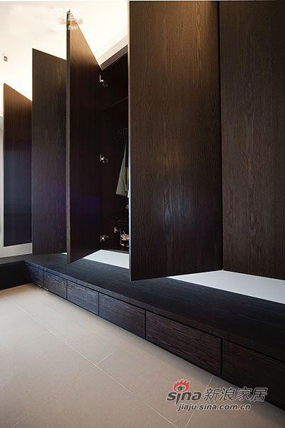 简约 三居 衣帽间图片来自用户2737786973在4.8万95平厅时尚简约3房2厅15的分享