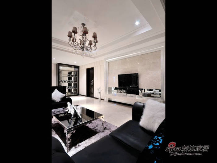 欧式 三居 客厅图片来自用户2557013183在5.8万巧装现代160平欧式家30的分享