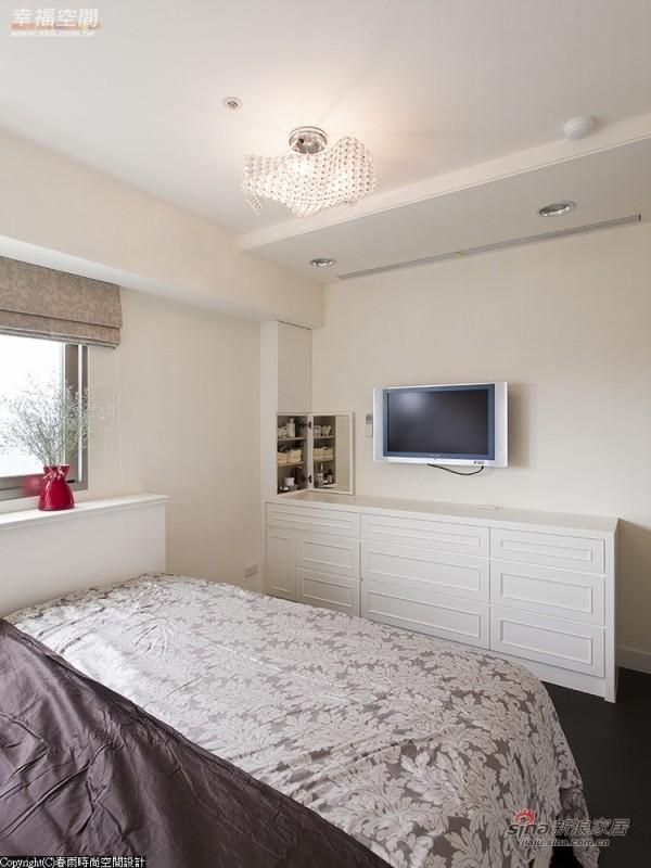 古典简洁的抽屉柜装饰电视墙