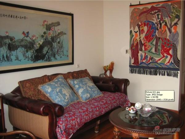 客厅挂毯和湘绣作品