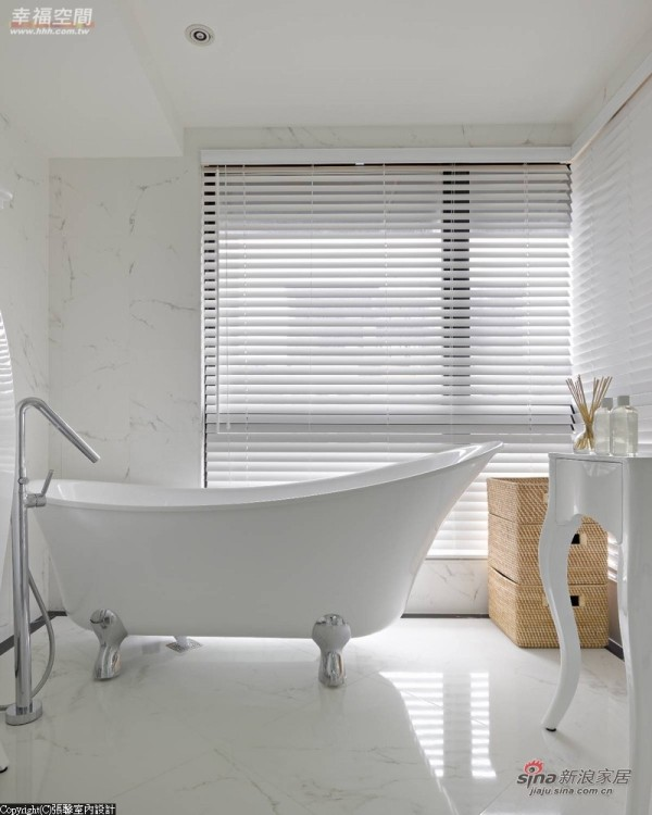 主卧卫浴使用经典的猫脚浴缸