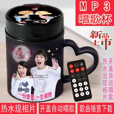 1、可以自由下载录音和MP3歌曲2、杯身可以是自己的相片3、采用人体自动感应开关4、设有内存卡和U盘插口