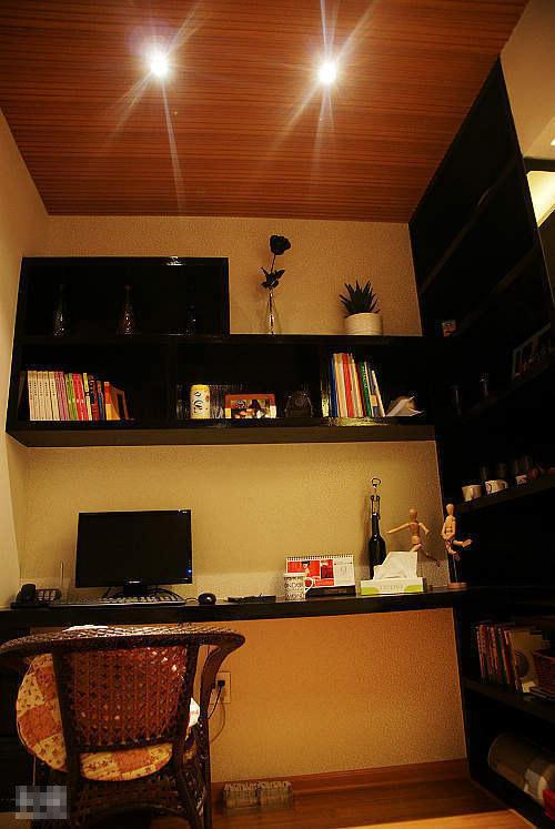 简约 一居 书房图片来自用户2738813661在4.5万装40平时尚简约小户型81的分享