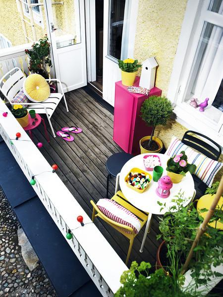 阳台小餐吧,色彩鲜艳,彩灯可挂阳台上面~