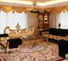 金黄色窗帘,营造出神秘高贵的君王形象