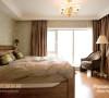 犹如皇家般低调又奢华的主卧室