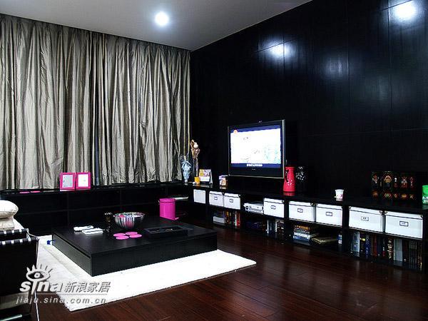 简约 二居 客厅图片来自用户2737759857在---冷静与妖娆共存---粉与黑的和谐22的分享