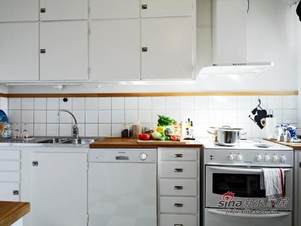 简约 二居 厨房图片来自用户2745807237在森林风 62平米干净舒适的优雅单身公寓30的分享