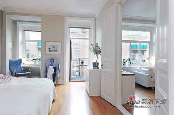 简约 二居 卧室图片来自用户2737950087在3.7万巧装63平白色浪漫2居31的分享