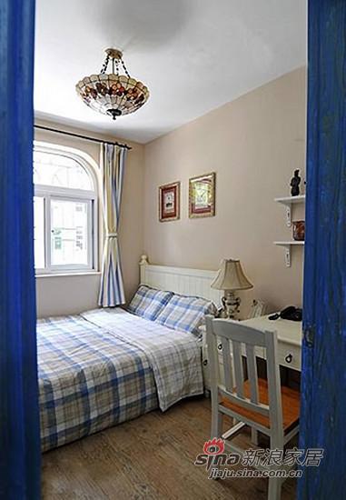 素雅的蓝色格纹床品,让客卧显得大方得体