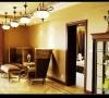 小客厅连接的是一个面积比较小的卧房