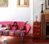 在客厅一角处摆放一款吸引眼球的红色沙发,给整个空间注入一份活力。