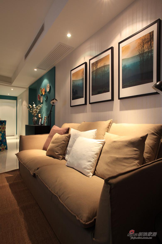 现代 二居 客厅 小资图片来自装修微日记在【高清】小夫妻94平现代时尚前卫居68的分享