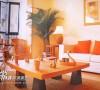 对于一些宽敞的大客厅,角落布置高大的落地植物,会使整个房间看起来非常大气