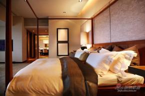 港式 三居 卧室 舒适 温馨图片来自用户1907650565在5.8万打造128平奢华港式3居11的分享