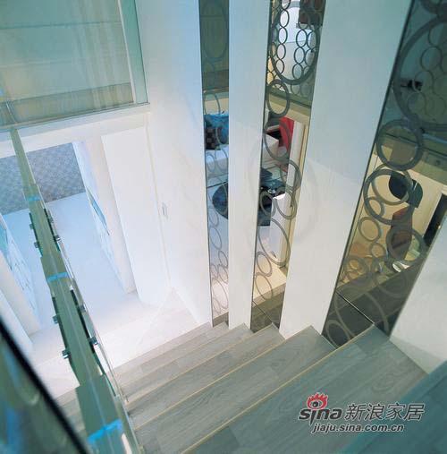 简约 复式 楼梯图片来自用户2557979841在抠门夫妻6万装36平小复式15的分享