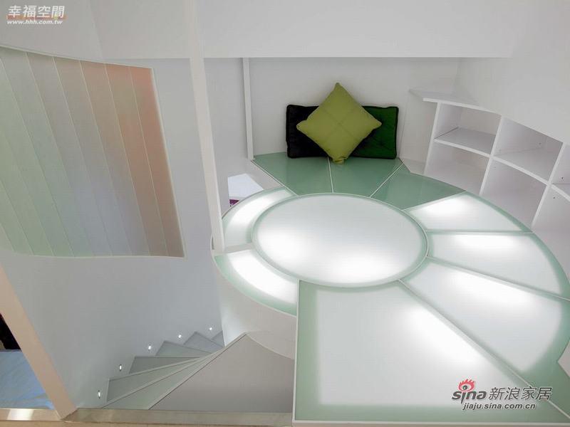 简约 二居 楼梯图片来自幸福空间在小夫妻的56平现代时尚小窝窝76的分享