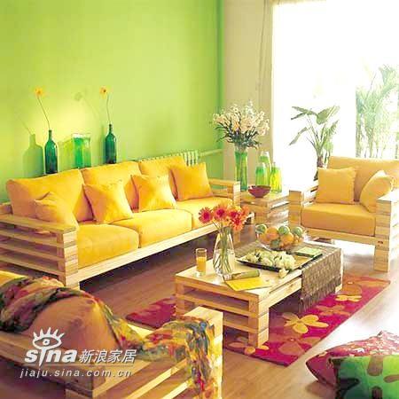 整个居室的黄绿色彩比较温馨 热烈 而且比较养眼