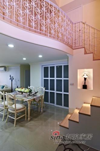 其他 其他 楼梯图片来自用户2557963305在115平甜美优雅范新古典跃层家51的分享
