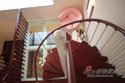 田园 跃层 楼梯图片来自用户2557006183在超实拍!低调的奢华,演绎简欧+田园混搭风41的分享