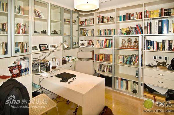 现代日式的书房,本人更喜欢用工作室三个字