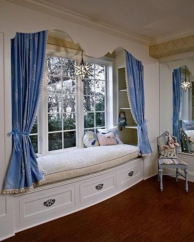 很欧式的飘窗设计 给人以高贵典雅感受。