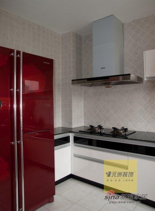 混搭 四居 厨房图片来自用户1907655435在保利垄上330平经典现代与欧式混搭装修实景图40的分享