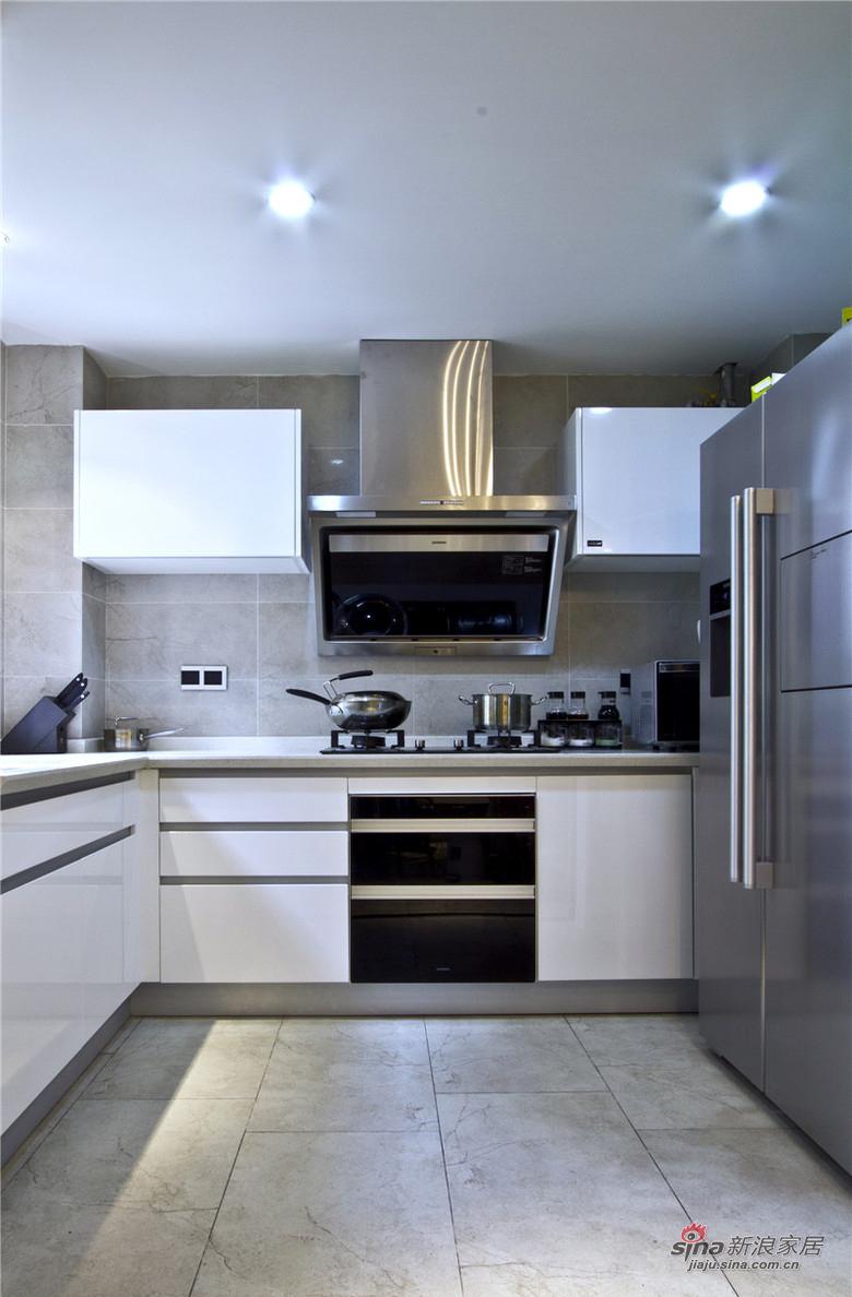 混搭 三居 厨房图片来自用户1907655435在【高清】9万装125平混搭时尚三居14的分享