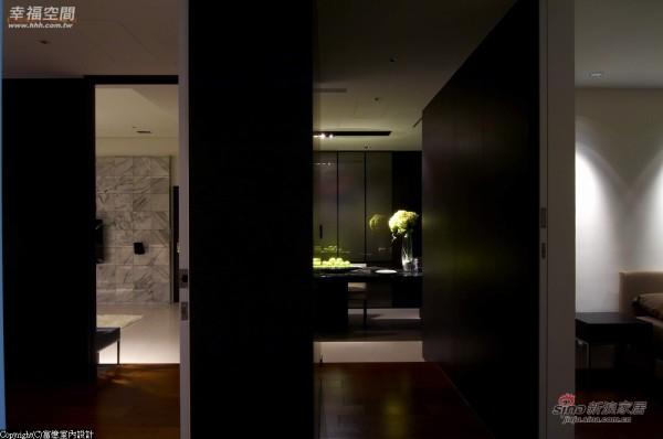 以木作成为推拉门扉或区域介面的设置