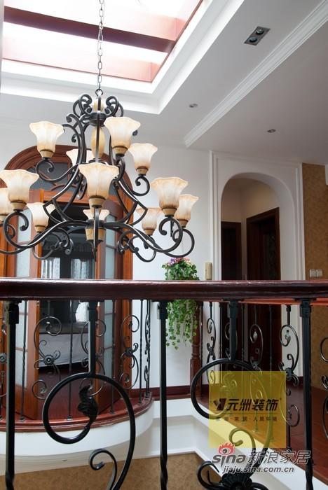 美式 别墅 楼梯图片来自用户1907686233在270平米龙熙顺景别墅美式风格装修29的分享