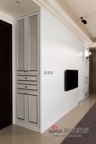 利用鞋柜巧妙划分出玄关空间。