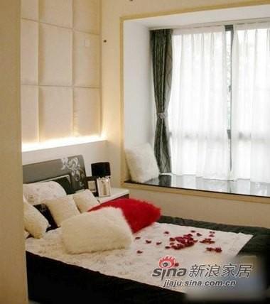 黑色搭配的卧室飘窗窗帘