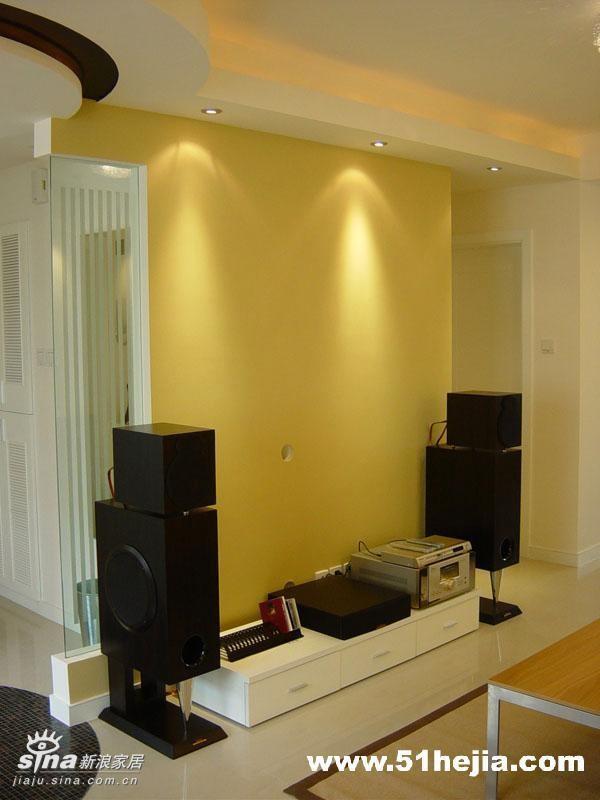 """客厅-这面电视背景墙我用了立邦漆里的""""可可蛋奶""""色,经过射灯渲染更显效果"""