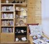 墙上革除了书柜和收纳柜
