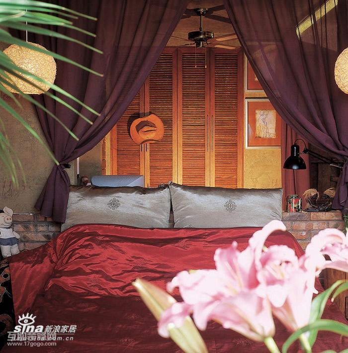 其他 一居 卧室图片来自用户2558746857在复古而绚丽的小户型闺房90的分享