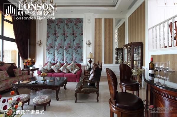 由于客厅空间较大,故再增添了部分美式家私