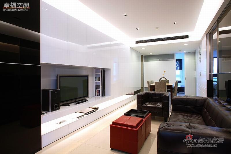 简约 二居 客厅图片来自幸福空间在80平米黑白色调的简约2房2厅68的分享