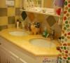 简洁的洗手台,实用却不失气派。