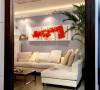 在镜子中看客厅就像一幅被定格了的现代装饰画
