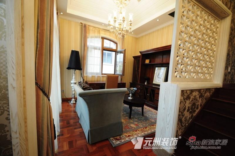 欧式 三居 客厅图片来自用户2757317061在气派厚重感黑白橱柜 展现成熟稳重的家居风63的分享