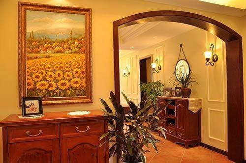 大大的一个油画,之前看过家装案例里面就是