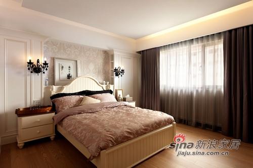 設計師將主臥室的床頭設計成英國安妮皇后時