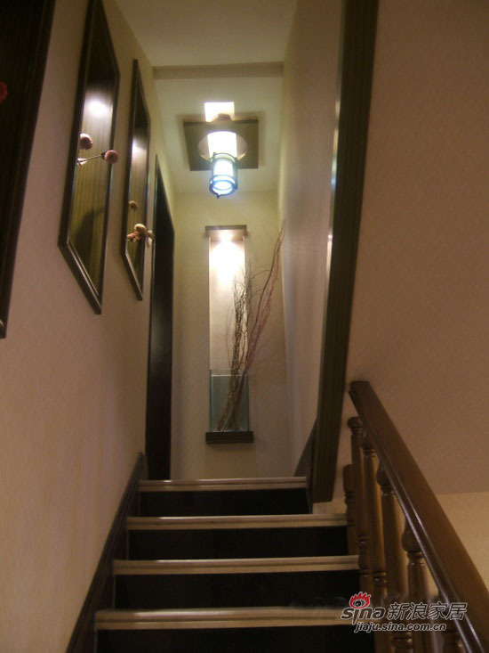 其他 其他 楼梯图片来自用户2771736967在70平棕色冬日温暖品味居56的分享