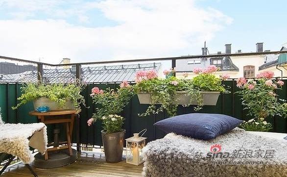 简约 一居 阳台图片来自用户2557979841在百变大咖秀40平蓝白极简公寓21的分享