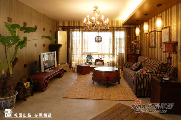 客厅:风格多样的客厅显得很舒适,斜铺的原
