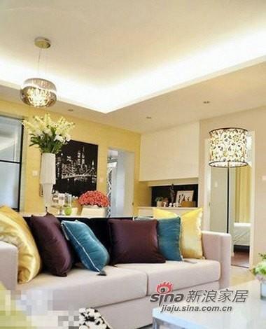 沙发旁边的落地灯,灯罩很特别