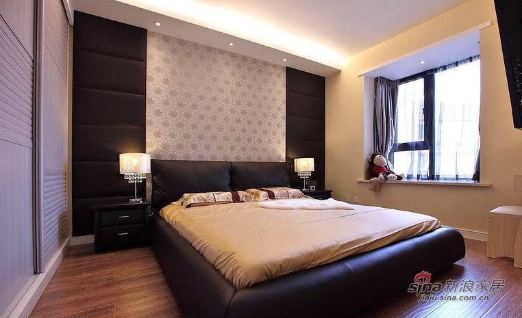欧式 二居 卧室图片来自用户2745758987在爱人18万装86平黑白低奢华婚房14的分享